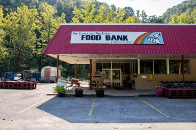 The front entrance of Five Loaves and Two Fishes Food Bank.